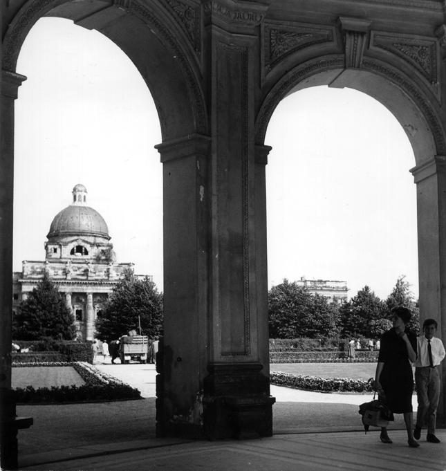 Hofgarten mit Armee-Museum
